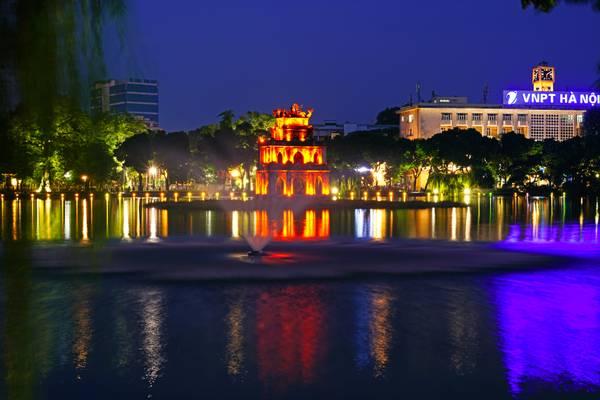 Hanoi by night. Hoan Kiem Lake fountain