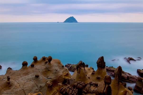 An Islet on the Silky Ocean