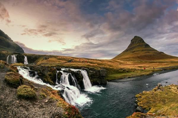 Kirkjurfelfoss: Les deux chutes