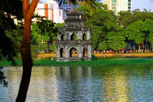 Wonderful reflections in Hoan Kiem Lake, Hanoi